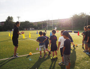 慶應義塾大学下田ラグビーグラウンドを舞台に、子どもたち一人ひとりの成長を考えたプログラム「慶應キッズパフォーマンスアカデミー(慶應KPA)」が、この春に誕生、秋の入会募集を行っている