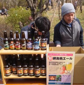 横浜ビール営業企画部長で、日本地ビール協会公認ビアテイスターとして活躍する田尻和彦さん(右)も来店予定(2017年3月12日、綱島桃まつり)