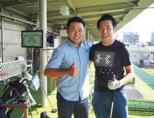 同施設で開講している「キッズゴルフ」インストラクター加藤裕明さん(右)と相原さん。ゴルフの「見える化」「エンタメ化」にも寄与するトップトレーサー・レンジを楽しんでもらいたいと意気込む