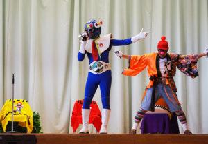歌や踊り、太鼓などのアクションを交えた舞台の演出に大きな拍手も