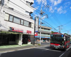 「パソコン救急センター」への東急バスでのアクセスは、日吉駅東口から綱島東四丁目バス停を循環する日91系統「宮前箕輪」バス停が最寄りとなる