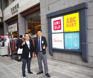 「日吉の街になかったもので街を盛り上げたい」と意気込む、ワンダーウォール横浜の池田さん(左)と、日吉東急の元林さん。この場所でジャズのライブが行われる予定