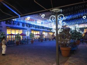 今年もトレッサにクリスマス・シーズンが到来。「360度光に包まれる」をテーマとしたイルミネーションで、館内を明るく照らす(2019年11月2日)