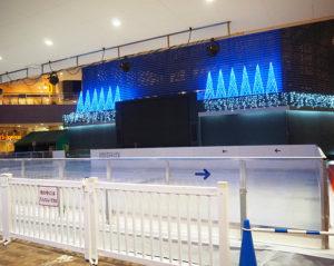 元フィギュアスケーター・小塚崇彦(たかひこ)さんもサプライズ登場したミニ・スケート場「わくわくアイスワールド」も、11月3日からオープンした(2019年11月2日)