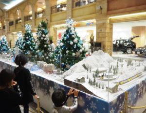 北棟2階ではクリスマスツリーと鉄道模型ジオラマの展示も(2019年11月2日)