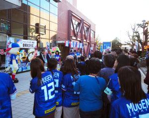 横浜F・マリノスのユニフォームで港北区職員らが応援