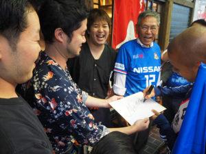 横浜F・マリノスを熱烈応援している店舗を訪問