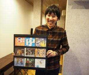 「ネイバーユース」時代は、インディーズ時代も含め、計9枚のCDを発表。「服装の青と赤のデザインはプロデューサーのアイデアでした」と榎本さん