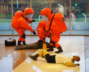 まずは負傷者を救助