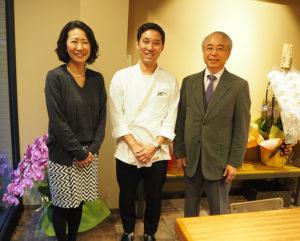 加藤さんの熱意と情熱により、物件を紹介することができたという有限会社アースワークの千葉取締役(左)、株式会社三恵商事の及川社長