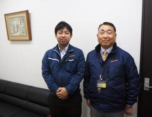 """「お客様から""""半歩先""""を進む企業でありたい」と濱田社長(右)。若手社員・スタッフの力も結集し、更なる飛躍を目指す"""