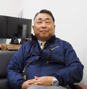 濱田順二社長(写真)が、1995年12月に「コンピュータ及び通信機器の導入から利用までの総合コンサルタント 」として設立した