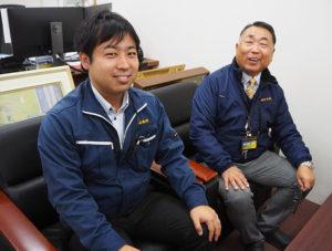 営業部の濱田順一郎課長(左)と濱田順二社長。社員・スタッフを大切にしたいと、昨年(2019年)の忘年会では、希望する社員・スタッフの家族も招待したという