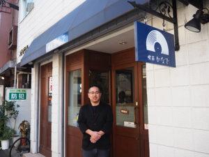 """「喫茶かなで」オーナーの池田紳一郎さん。普通部通りの喫茶店の""""復活開店""""を望む声に応え、一日も早い開店をと尽力してきた"""