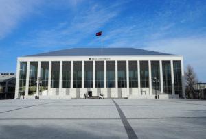 """先週(2020年)3月13日に竣工した新・日吉記念館。約2年ぶりに「日吉の街のシンボル」として、銀杏並木の先に新たな装いで""""復活""""した"""