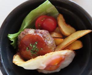 レストランで人気だというハンバーグを使用した「自家製手ごねハンバーグのロコモコ丼」(780円・税別)