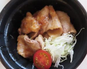 """岩手県産の銘柄肉""""岩中(いわちゅう)豚""""を使用した「岩中豚の生姜焼き丼」(880円・税別)"""