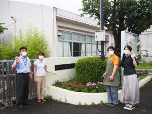 新型コロナウイルス感染症対策を徹底するため同校で特命を受けた「たか中(高田中)研究開発製造部」の皆さん。左から熊谷副校長、青田さん、平林さん、宮崎さん