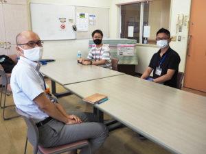 下田地域ケアプラザを支える星野所長(左)、地域活動交流コーディネーターの井上さん(中央)、生活支援コーディネーターの前田さんに話を聞いた