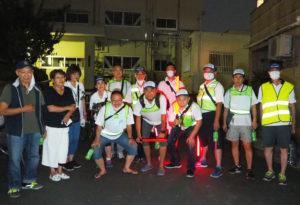 綱島東小学校前に集結した綱島地区スポーツ推進委員・青少年指導員「臨時パトロール隊」の皆さん