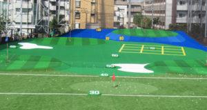 4つのターゲットグリーンにはボール回収、カップインするとボールが飛び出すといった工夫も。距離ごとに横線を引くことで距離も図りやすくなった。短距離部分にも天然芝に近い人工芝を採用するなど、すべての種類のクラブを試しての練習を可能とし、顧客満足度を高めたいとしている