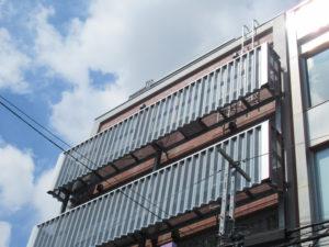 日吉中央通りにある中学受験塾「ひよし塾」では、新たに6階スペースに教室を拡張、授業枠を増やしての対応が可能となったことから、4、5年生の受講生を現在募集している