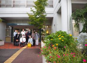 横浜市環境創造局が行う「地域緑のまちづくり事業」1次審査を通過した日吉駅前の商店街や地域団体などが参加する団体「HIYOSHI Green Action(日吉グリーンアクション)」が綱島を視察した(綱島地区センター、9月20日)