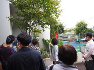 「ガーデニングクラブ」が活動を行う綱島地区センターの花壇の見学も行った