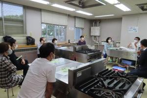 綱島の板垣さん(右から2人目)と吉原さんが、綱島の事業の概要や選考を通ったポイント、現在の進捗についても細やかに説明を行った