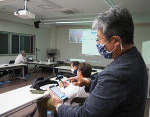 今回の企画を打ち立てた企画担当の飯山さんも、初めて「Zoom」をスマートフォンにダウンロードしチャレンジしていた