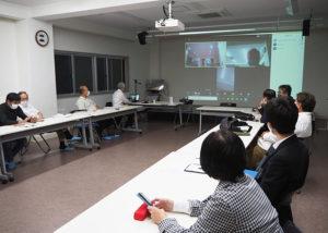 箕輪町商工会が今年度(2020年度)3回目に開催した定例会では、初めてオンライン会議システム「Zoom」のデモンストレーションを実施した