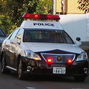 区内を警戒する港北警察署のパトカー(写真はイメージ)