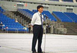 開会にあたり、今回の企画を取りまとめた城郷中学校の青石哲也校長があいさつ