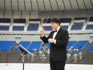 城郷中学校吹奏楽部顧問の境谷教諭の指揮でフィナーレを彩った