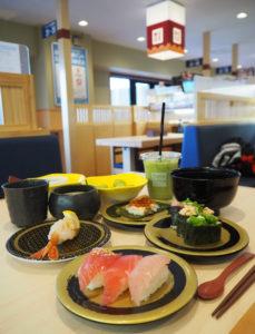 「おすすめはやはりまぐろですね」と同店店長。季節の味覚や「はま寿司」オリジナルのアイスクリームやドリンクも楽しめる