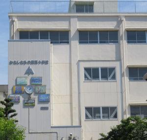 師岡小学校は児童数が1158人、7クラスある学年もあるなど、「マンモス校」化している