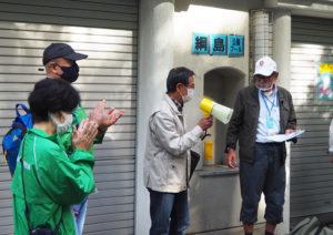 綱島地区連合自治会の佐藤会長(中央)も来訪し、「つなつなプロジェクト」を激励。右は同プロジェクトの中森会長。綱島地区センターの田川副館長(左から2人目)は新しく街に転入してくる人々との交流の必要性を訴えた