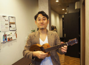 日吉駅前・グリーンヒル音楽スタジオに新たにギター・ウクレレアカデミーが新規開講。講師を務める日吉在住の早川拓哉さん