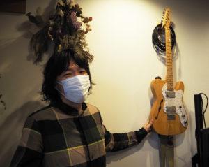 かつて全国デビューを果たした榎本さんのギターも、より多くの人々にギターに親しんでもらいたいという目的から、30分100円という「サービス価格」で貸し出している
