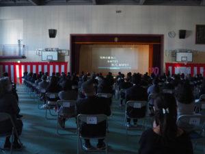 6年生による「在校生のことば」が壇上で披露されたのち、綱島小学校の現在の様子を映像で紹介。在校生が日々元気に過ごす様子があふれ、未来に向けての70周年のお祝いメッセージも熱く込められていた