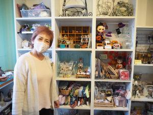 最近人気のドール系や、小泉さん自身が手掛けるワイヤークラフトも出店予定(綱島・M工房店舗にて)
