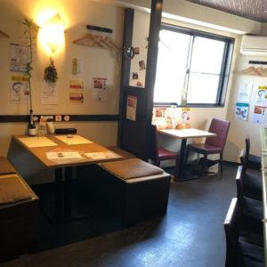 店内には、優しい採光で綱島の街を見下ろすアットホームな空間が広がる(同店提供)