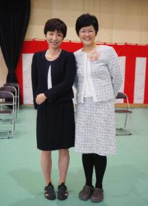 箕輪小学校と日吉台小学校の両校で学校地域コーディネーター代表を務める小原光子さん(左)とPTCの塚田会長。学校や地域を愛する思いは深い