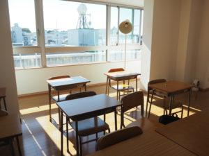 新たに、日吉台小学校や慶應義塾大学も眺めることができる5階に教室スペースを拡張。「日吉の塾の中では高い(場所にある)塾かもしれません」と玉田さんはユニークに語る
