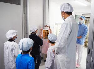 この日の給食が「箕輪米」と知り子どもたちは大喜び