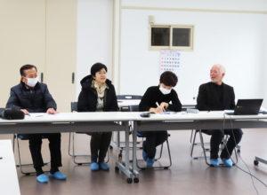 箕輪小学校PTC代表で、同小と日吉台小学校の学校地域コーディネーターも務める塚田真さん(左から2人目)も自己紹介