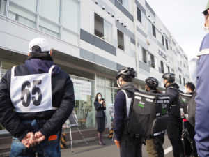 ウーバーイーツ日本(Japan)の武藤代表がまずはあいさつ。配達員を労い、今回の講習会の開催目的やその意義について説明していた