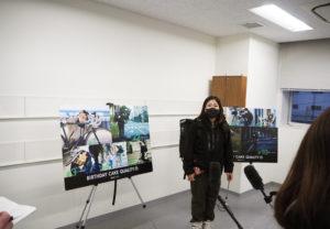 受講生を代表し川崎在住の金城さんがメディアの取材に応じ、受講の感想や今後の抱負を述べていた