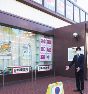 """日吉下田支店の「自転車置き場」スペースを活用し、テイクアウト販売を行う予定。「日吉・下田エリアは、""""人があたたかい""""いい街」と語る新島支店長"""