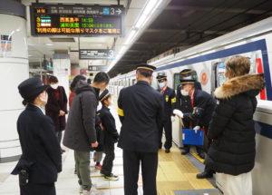 家族ぐるみで「日吉駅ツアー」のスペシャルなひとときを楽しんでいた